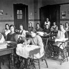 Naaileslokaal van de Ursulinen. 1930-1940