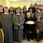 zuster met bisschop Wiertz en deken maessen van Thorn