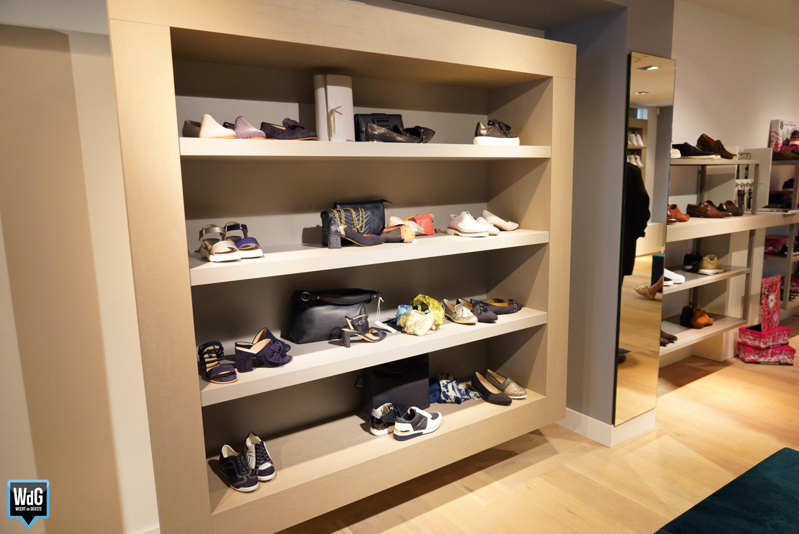 393f9ca4aed Nieuwe schoenen & tassenwinkel