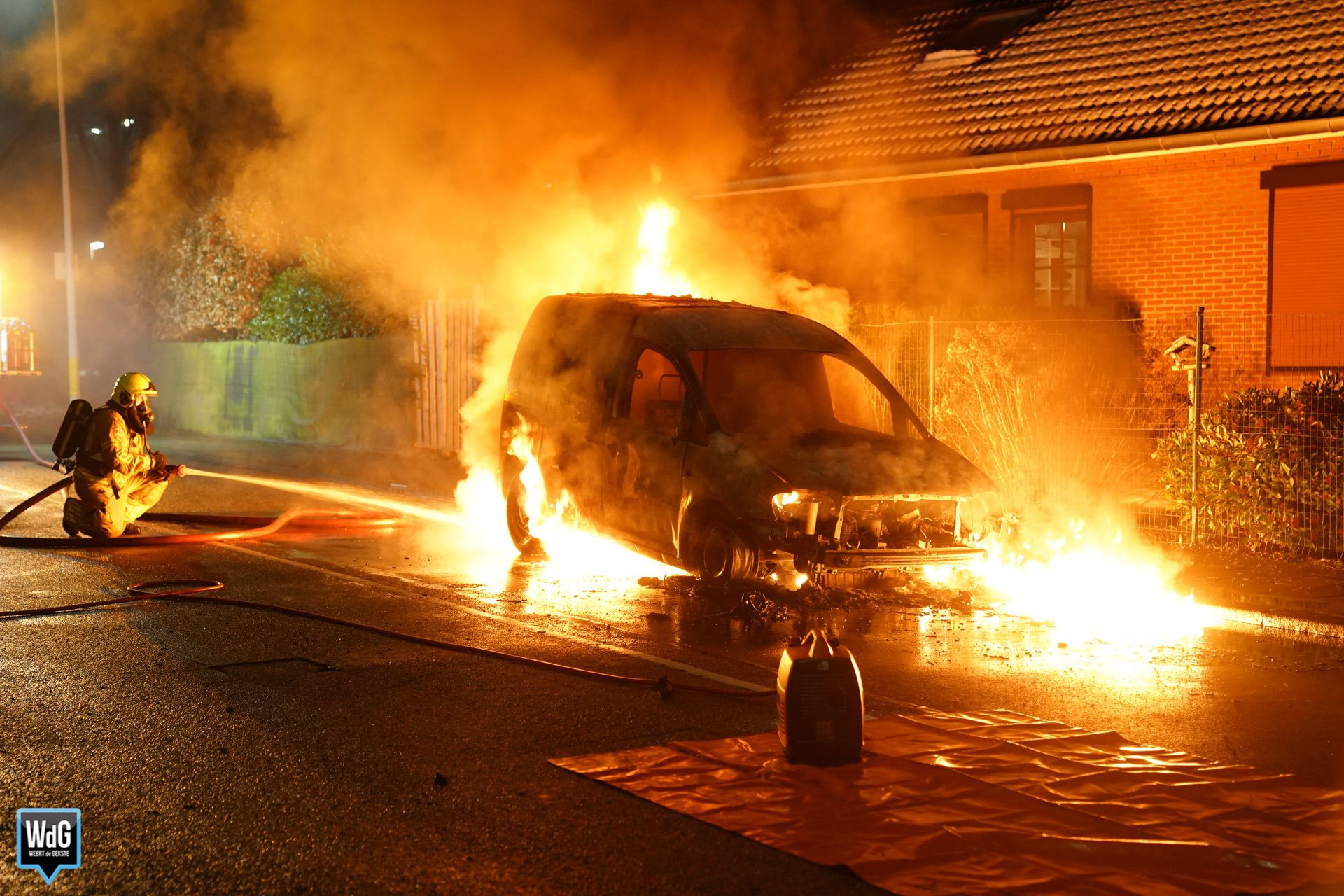 Bestelauto brandt volledig uit op Boshoverweg
